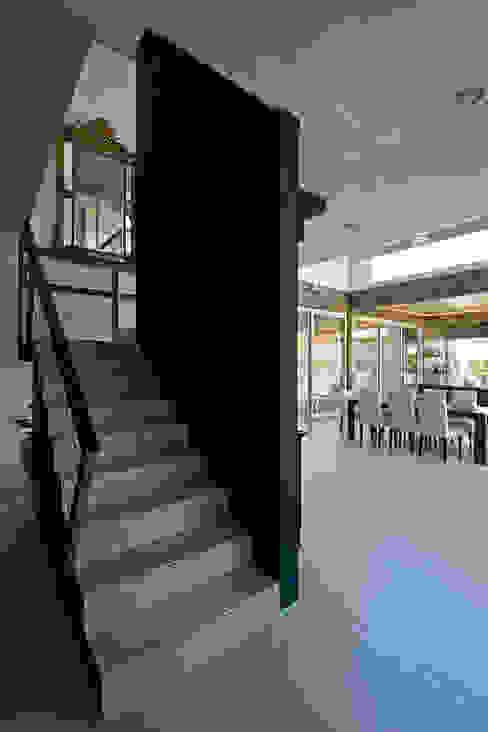 現代房屋設計點子、靈感 & 圖片 根據 Estudio Sespede Arquitectos 現代風