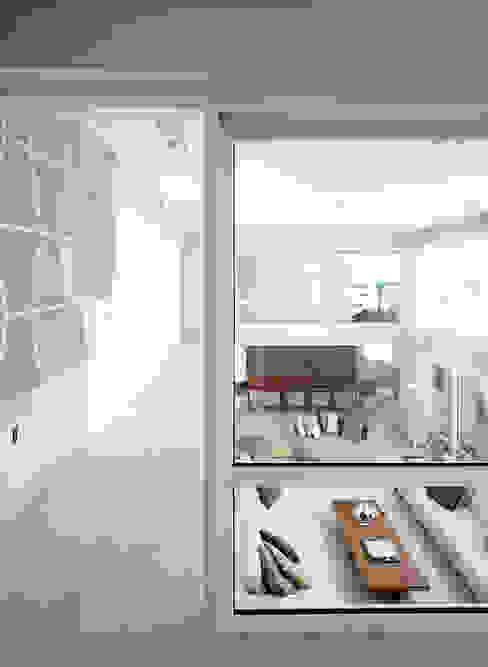 Modern corridor, hallway & stairs by Estudio Sespede Arquitectos Modern