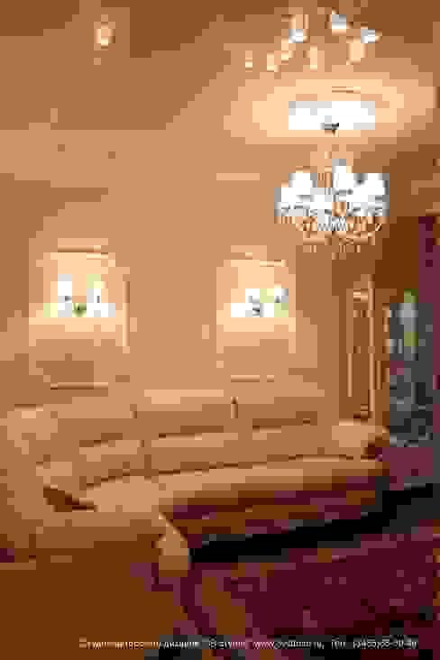 """Совмещенная гостиная, кухня и столовая в классическом стиле Гостиная в классическом стиле от Студия авторского дизайна """"3Встудио"""" Классический"""