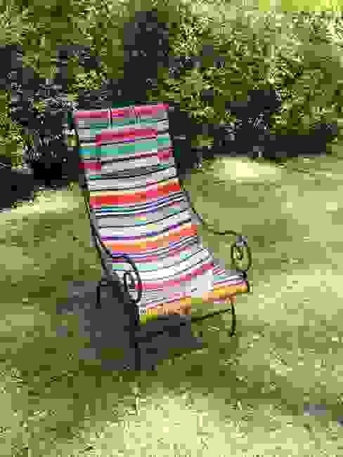 Reposera estilo frances:  de estilo  por Mundo Garden,Moderno Textil Ámbar/Dorado