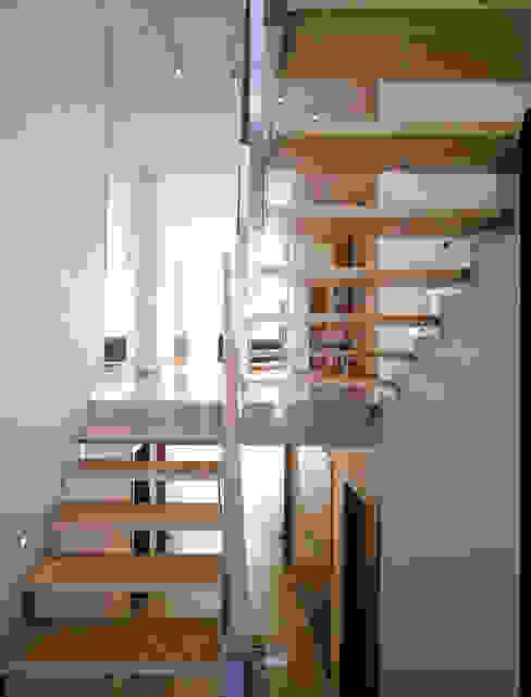 schody: styl , w kategorii Korytarz, przedpokój zaprojektowany przez Atelier Loegler Architekci,Nowoczesny
