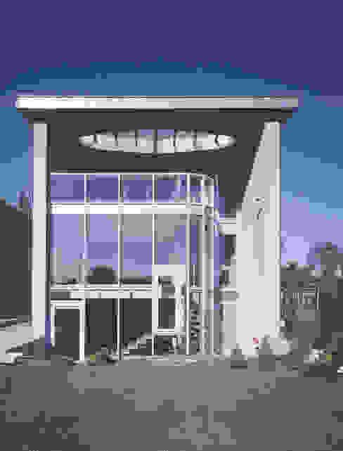 elewacja ogrodowa: styl , w kategorii Domy zaprojektowany przez Atelier Loegler Architekci,Nowoczesny