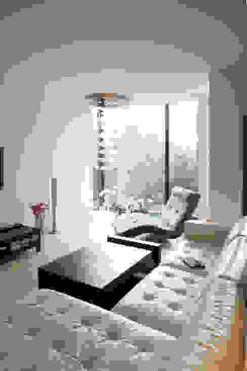 Moderne woonkamers van Grid Architekci Modern