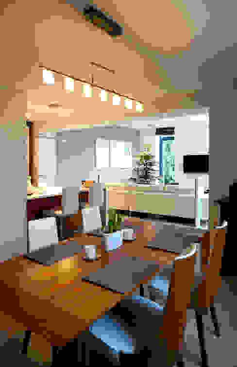 Moderne eetkamers van Grid Architekci Modern