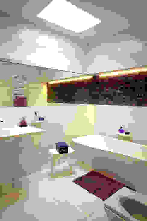 Moderne badkamers van Grid Architekci Modern