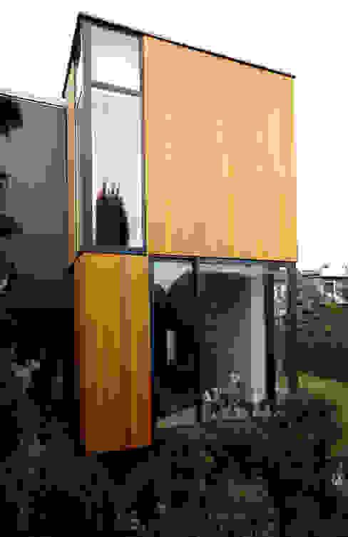 Rozbudowa domu: styl , w kategorii Domy zaprojektowany przez Grid Architekci ,Nowoczesny