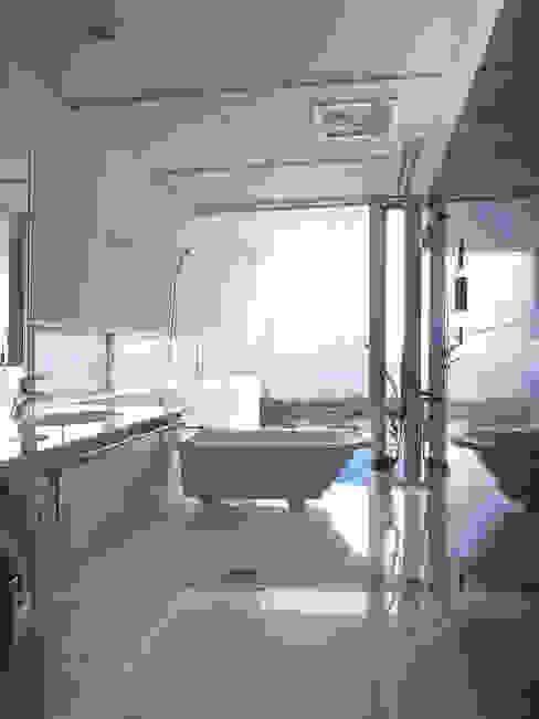 東シナ海を望む家 モダンスタイルの お風呂 の アトリエ環 建築設計事務所 モダン