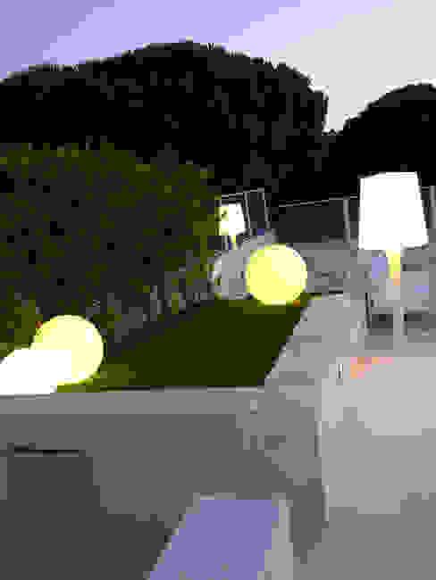 Modern garden by Estudio de Arquitectura Teresa Sapey Modern