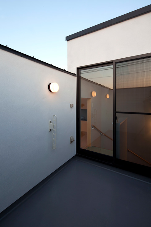 目黒の家/ルーフバルコニー: アトリエ・ノブリル一級建築士事務所が手掛けたテラス・ベランダです。