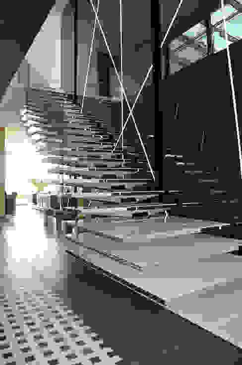 Moderne gangen, hallen & trappenhuizen van MACIEJ JANECZEK ARCHITEKT Modern