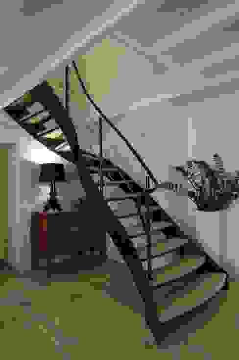 escalier 1/4 tournant Couloir, entrée, escaliers modernes par AMB Moderne