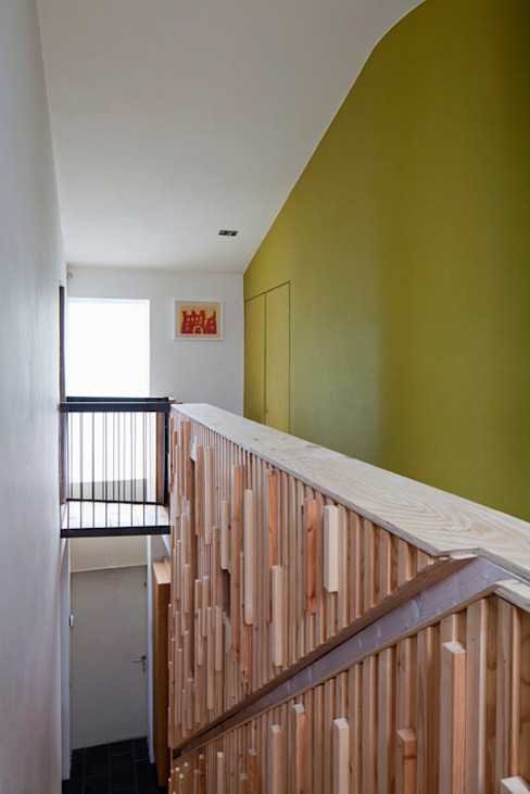 Un Y Berllan Modern corridor, hallway & stairs by CRSH Architecture and Energy Modern
