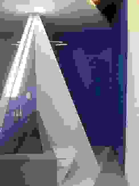 PROYECTO 4 LOWDECOR Baños de estilo minimalista Azulejos Azul