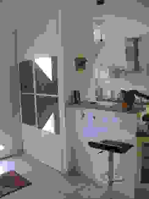 Corridor & hallway by Uniq intérieurs,