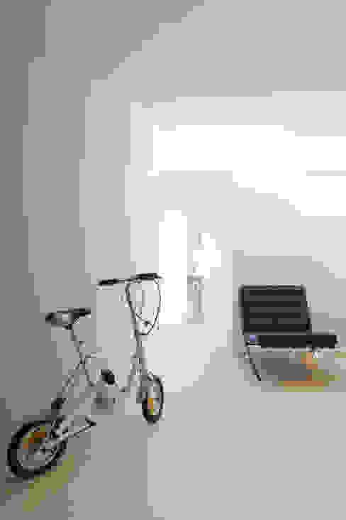 REFORMA DE PISO VPO A CORUÑA Salones de estilo minimalista de RDLC Minimalista
