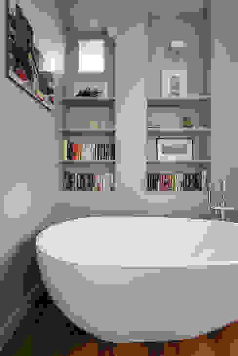Diane Salle de bain classique par RencontreUnArchi Classique
