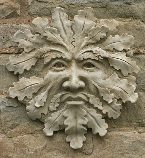 Green Man Garden Ornament 'Blackwell' di Marble Inspiration Rurale