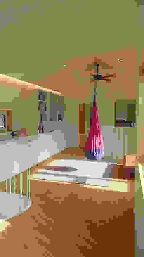 2층 가족실: 삼간일목 (Samganilmok)의  거실,모던