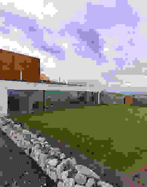 庭院 by LOYN+CO ARCHITECTS