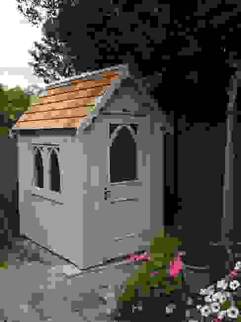 The Gothic Shed Klasyczny ogród od The Posh Shed Company Klasyczny
