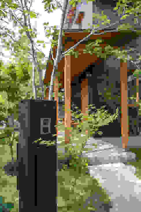 雑木庭のアプローチ: 株式会社北村建築工房が手掛けた庭です。,オリジナル