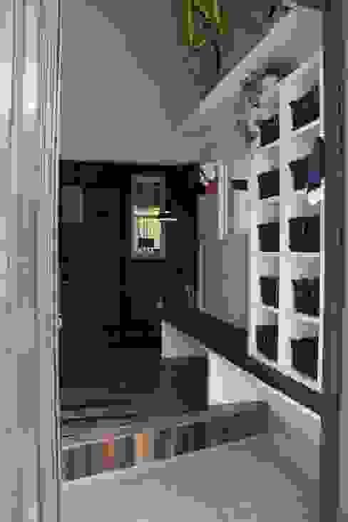 玄関 after写真: 一級建築士事務所 iie designが手掛けた素朴なです。,ラスティック