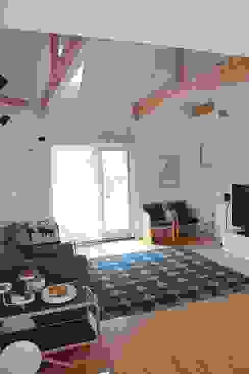 iie design モデルハウス: 一級建築士事務所 iie designが手掛けたリビングです。,北欧