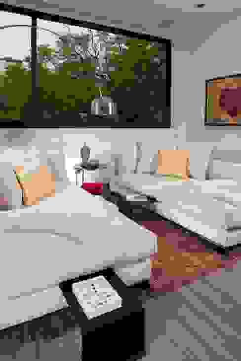 Casa CH: Salas multimedia de estilo  por GLR Arquitectos, Moderno
