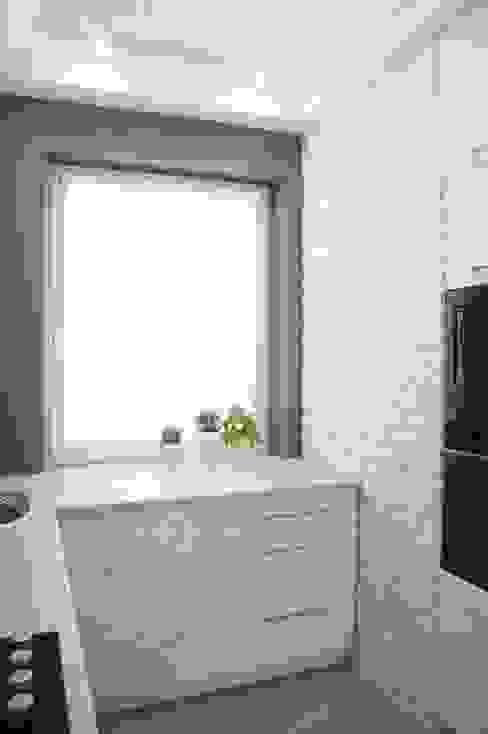 Mała kuchnia: styl , w kategorii Kuchnia zaprojektowany przez Anna Wrona,Nowoczesny