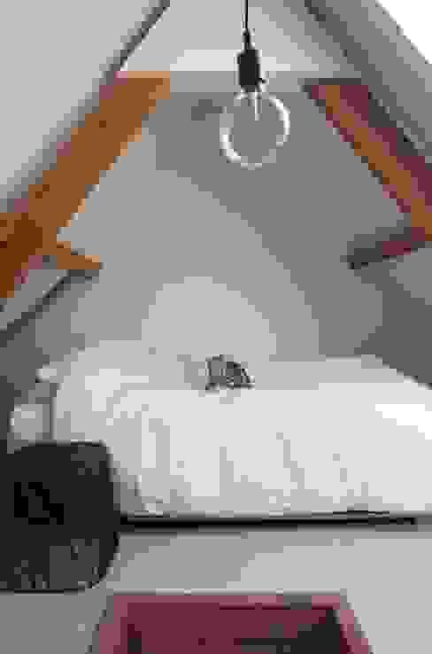 Dormitorios de estilo  por ontwerpplek, interieurarchitectuur,