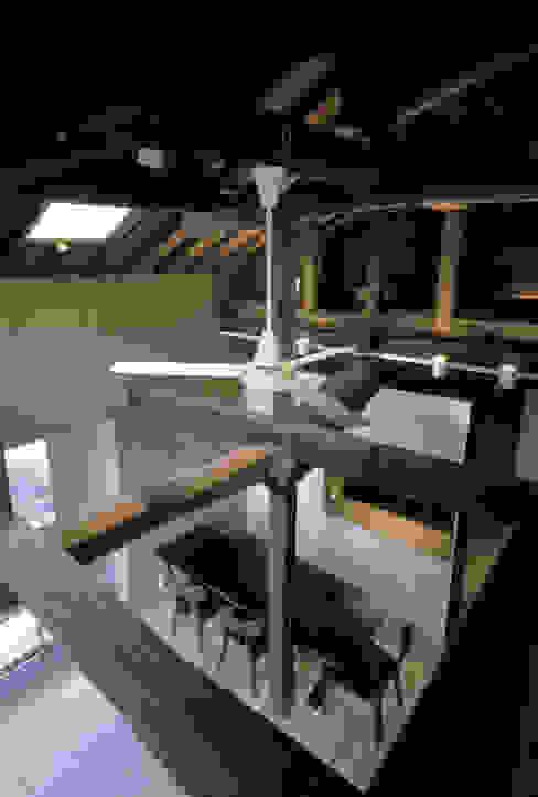 二軒屋の家: 松本匡弘建築設計事務所が手掛けたリビングです。,和風