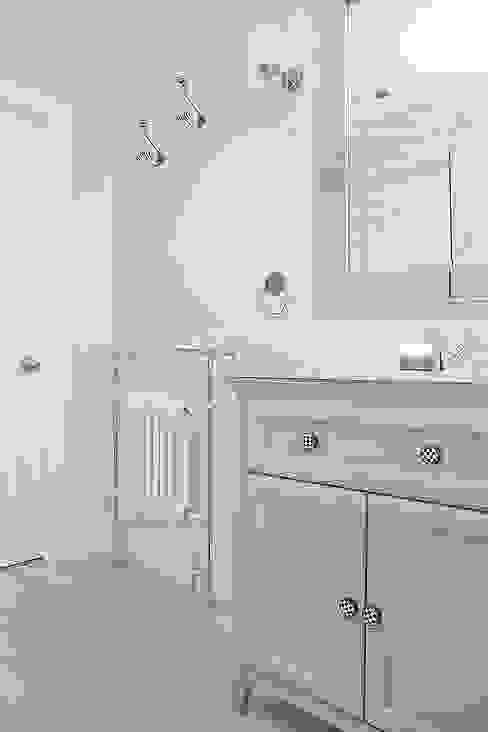 Bathroom Klasyczna łazienka od William Gaze Ltd Klasyczny