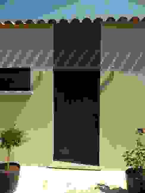 Entrée Maisons modernes par AGENCE D'ARCHITECTURE BRAYER-HUGON Moderne