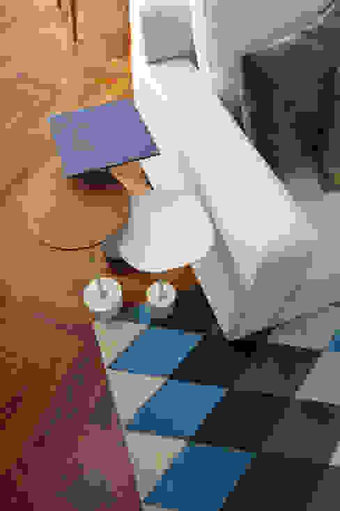de estilo  por Renata Romeiro Interiores, Moderno