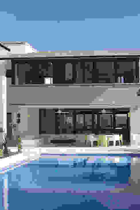 Casa Ixtapan de la Sal - Boué Arquitectos: Casas de estilo  por Boué Arquitectos, Moderno