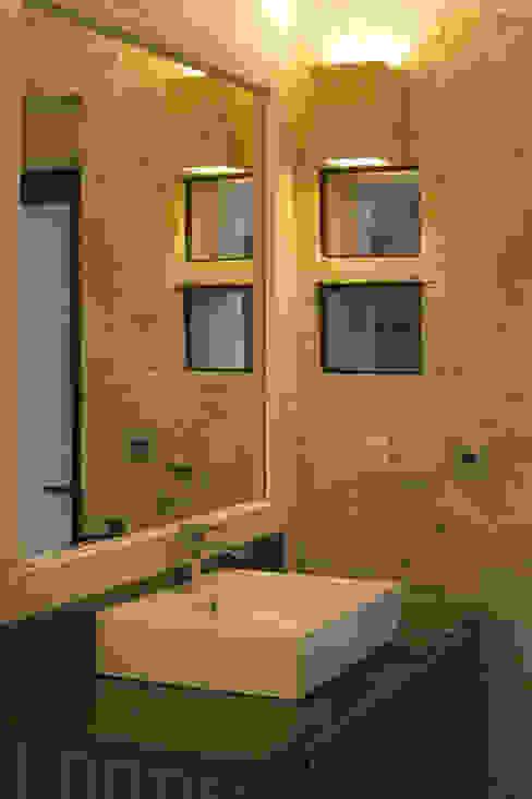 Banheiros modernos por Boué Arquitectos Moderno