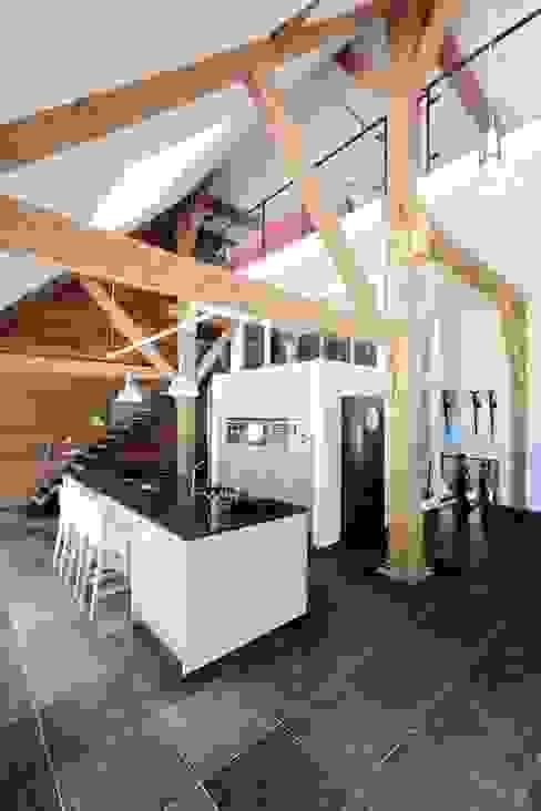 keuken, nieuwe situatie:   door Suzanne de Kanter Architectuur & Interieur,