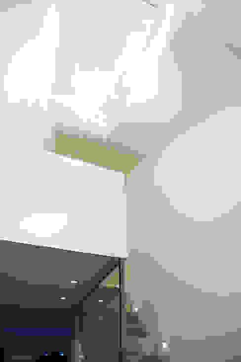 Projekty,  Korytarz, przedpokój zaprojektowane przez Architektur Jansen