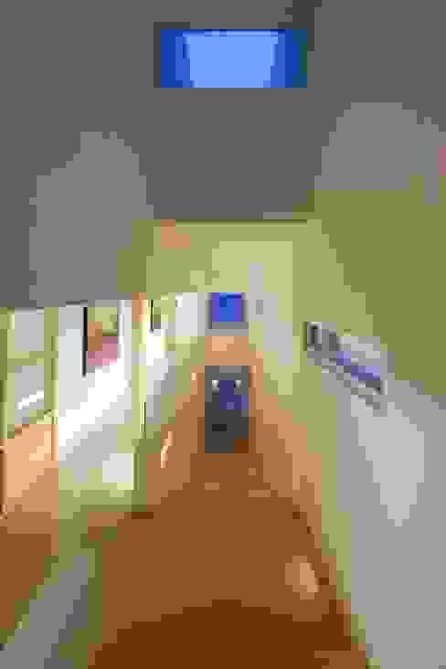 Koridor dan lorong oleh PLADIS, Modern