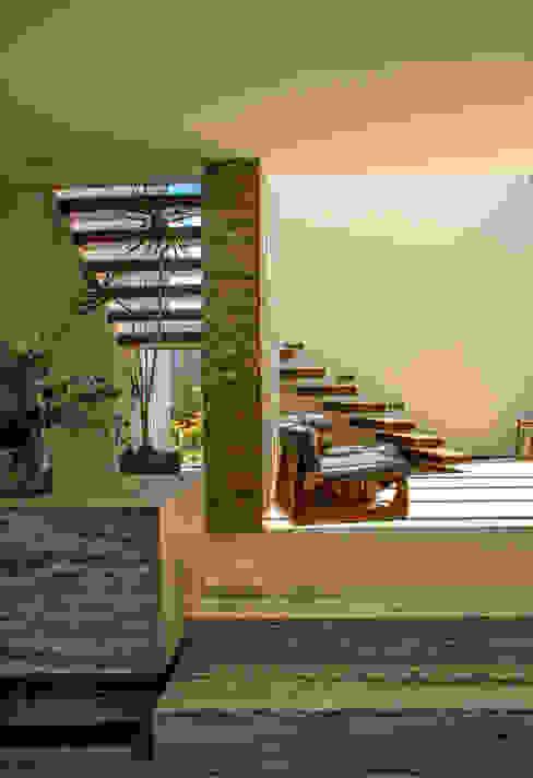 Casa 4 Puntos / Club de Golf BR: Pasillos y recibidores de estilo  por Maz Arquitectos, Moderno
