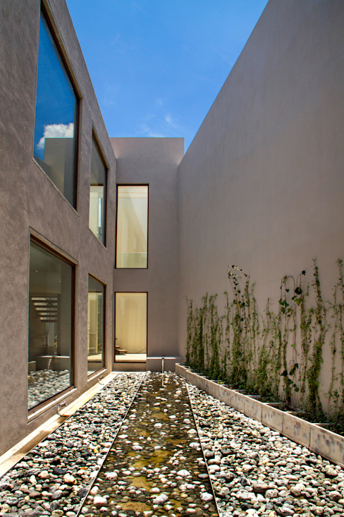 Modern garden by Maz Arquitectos Modern
