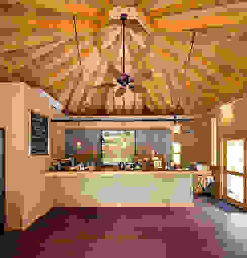 ひなた茶屋~雑木林の小さなカフェ~ オリジナルな 壁&床 の 志賀建築設計室 オリジナル