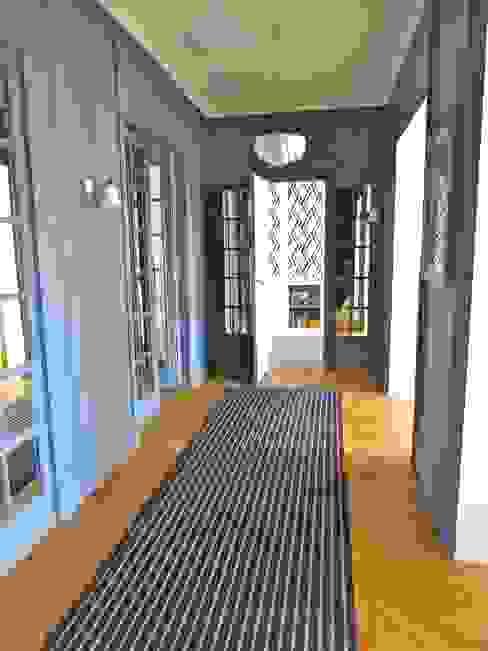 JOUFFROY D'ABBANS Couloir, entrée, escaliers classiques par URBAN D&CO Classique