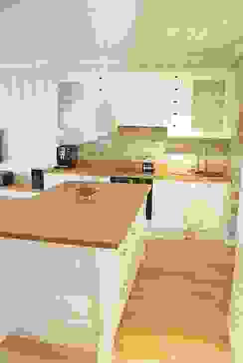Mieszkanie w stylu klasycznym: styl , w kategorii Kuchnia zaprojektowany przez Limonki Studio Wojciech Siudowski,Klasyczny
