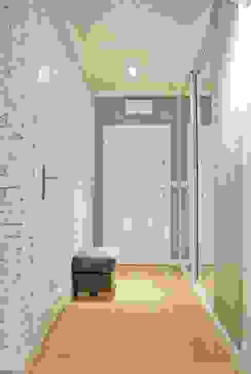 Corredores, halls e escadas clássicos por Limonki Studio Wojciech Siudowski Clássico