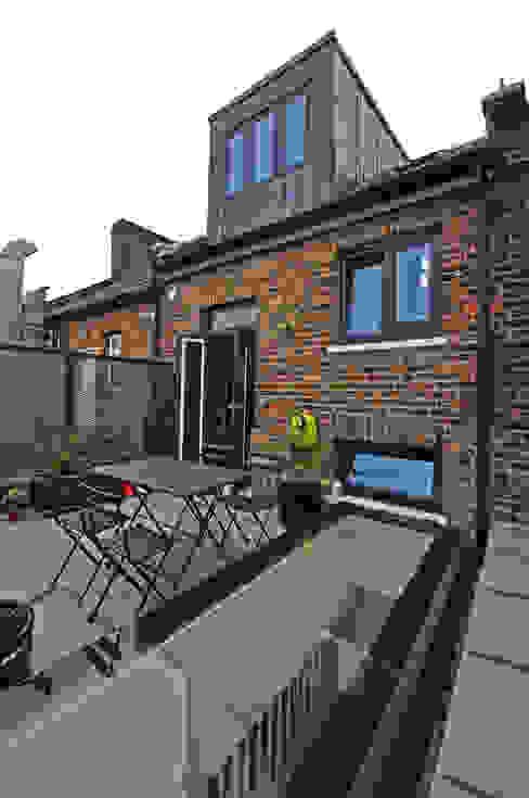 KINGSLAND ROAD Modern balcony, veranda & terrace by E2 Architecture + Interiors Modern