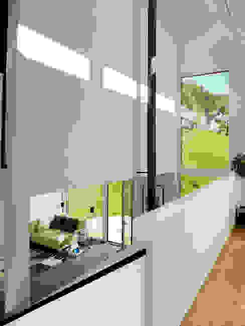 EFH Bauert, Dättlikon Moderner Flur, Diele & Treppenhaus von Binder Architektur AG Modern