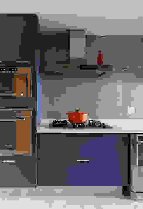 Cobertura - Pinheiros Cozinhas modernas por MANDRIL ARQUITETURA E INTERIORES Moderno