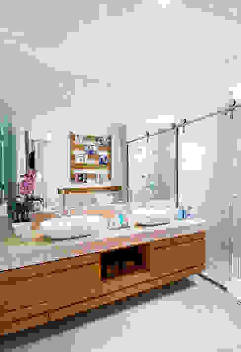 Banho. Master Banheiros modernos por Cavalcante Ferraz Arquitetura / Design Moderno