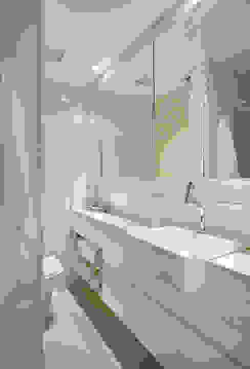 Apartamento 08 Banheiros modernos por Estúdio Barino | Interiores Moderno